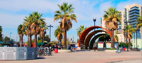 La estación North Hollywood será el eje de la CicLAvia en el Valle de San Fernando este domingo. Foto: Chris Yarzab via Flickr creative commons.